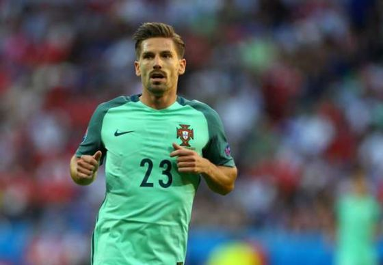 0390_adrien-silva-at-euro-2016-for-portugal-against-wales_1rv4gmz2vo98b1jw59p9ebf5wp.jpg (26.07 Kb)