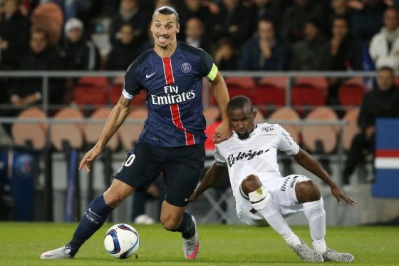 3431_7779814738_zlatan-ibrahimovic-lors-du-match-de-ligue-1-face-a-guingamp-le-22-septembre-2015.jpg (35.7 Kb)