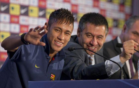 3984_neymar-junto-josep-maria-bartomeu-una-rueda-prensa.jpg (28.79 Kb)
