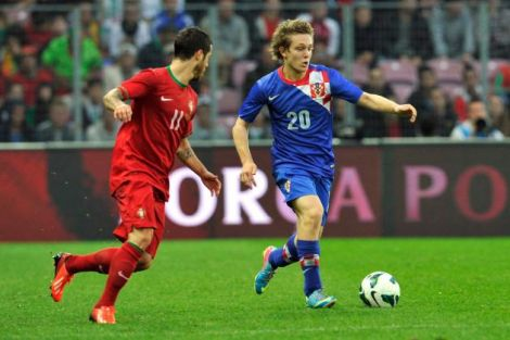9409_hi-res-170315928-alen-halilovic-of-croatia-fights-for-the-ball-with_crop_north.jpg (28.91 Kb)