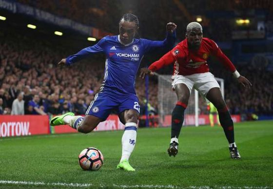 willian-of-chelsea-is-watched-by-paul-pogba-of-manchester-united-the-picture-id652996506-800.jpg (39.54 Kb)
