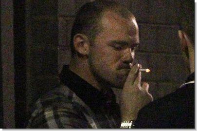 06_2z6sc8rvht_rooney_smoking.jpg