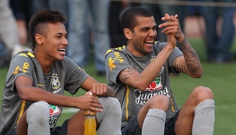 neymar_dani_alves409.jpg (52.39 Kb)